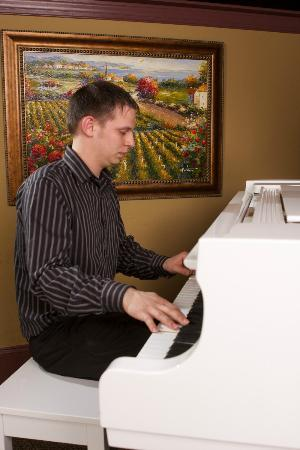 Cafe Portofino: Listen to the lovely sounds of the piano while enjoying a romantic dinner for two.