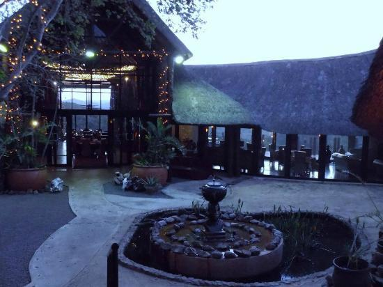 Zulu Nyala Game Lodge: Dining Room Enrance