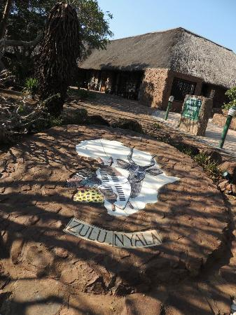 Zulu Nyala Game Lodge: Entrance to Lobby