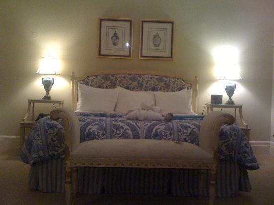 Duke Mansion Bed and Breakfast: Bed