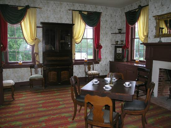 Huddleston Farmhouse: Parlor