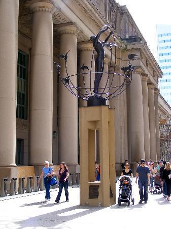 Toronto Union: Multiculturalism statue outside Union Station