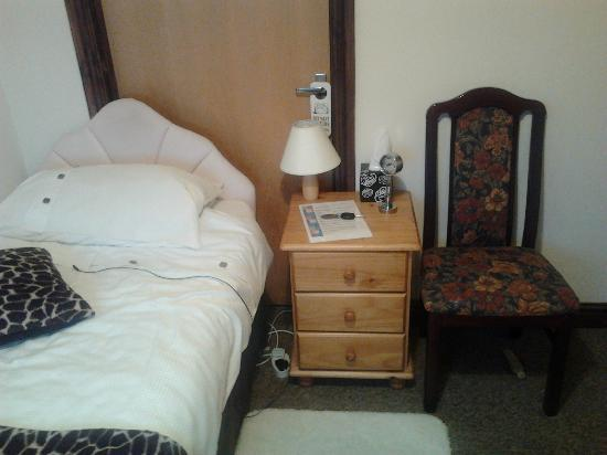 Central House Guest House: Single Bedroom