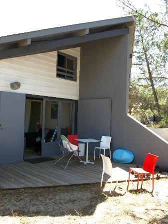 Belambra Clubs - Les Estagnots-Pinède : Aspect extérieur du logement, terasse