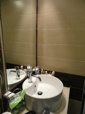 Four Season Colorado Hotel: Banheiro
