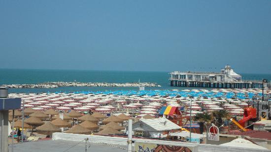 Hotel Olympia: La spiaggia vista dalla terrazza