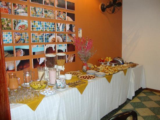 Hotel Colonial Salta: Desayuno muy surtido