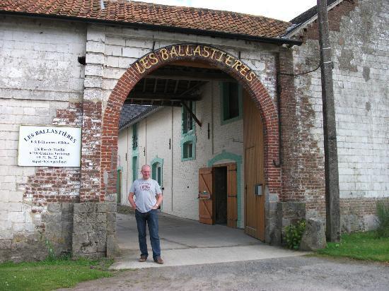 Les Ballastieres: Main entrance