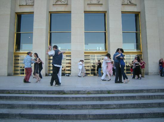 Parijs, Frankrijk: Tango in Paris, in front of the Trocadero