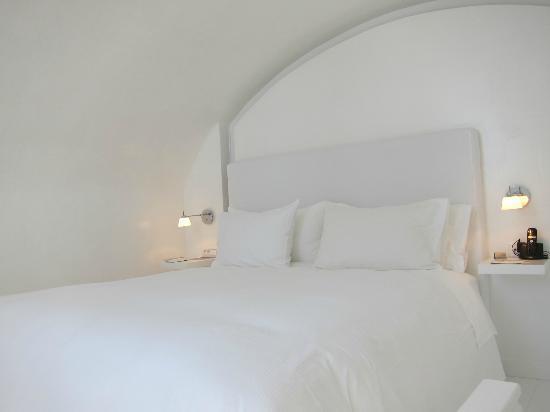 Katikies Hotel : Bed in room 36