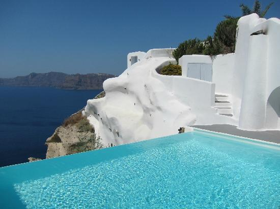 Small infinity pool picture of katikies hotel oia - Small infinity pool ...