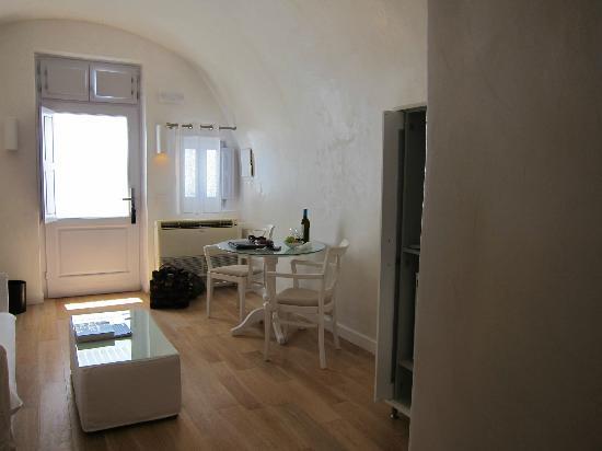 Katikies Hotel : Living space in room 39
