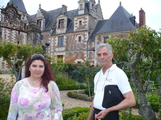 Chateau de Jallanges : the chateau with the gardens