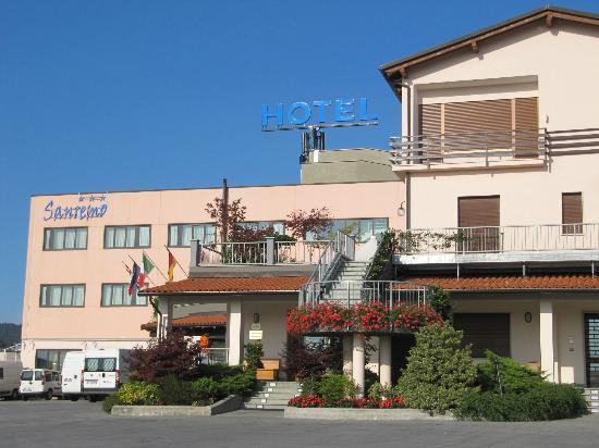 Hotel Ristorante Sanremo: Hotel Sanremo Vista  Ingresso dal piazzale Via Garessio