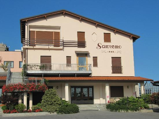Hotel Ristorante Sanremo: Hotel Sanremo Vista da Via Garessio