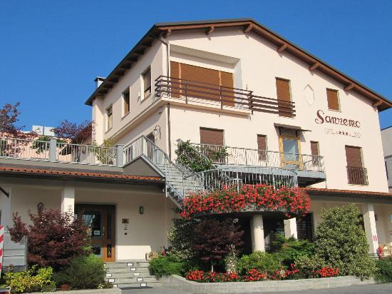 Ceva, Италия: Hotel Sanremo Vista  Ingresso da  Via Garessio
