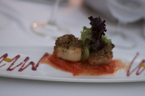 Grace's Cottage: pistachio encrusted scallops w. asian carrot slaw