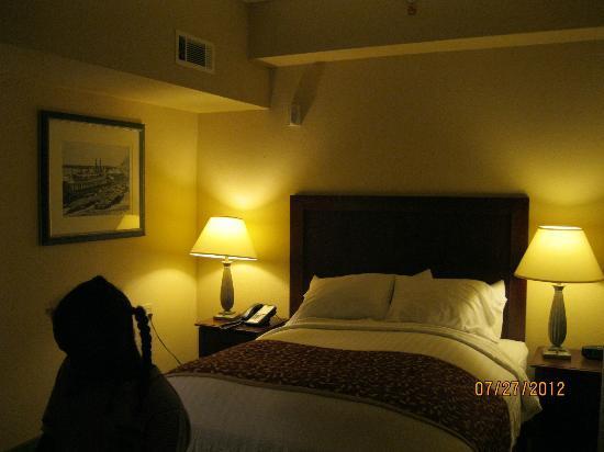 Residence Inn Memphis Downtown: Two bedroom suite - - Residence Inn Downtown Memphis