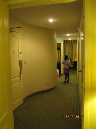 Residence Inn Memphis Downtown: Hallway inside Two bedroom suite- Residence Inn Downtown Memphis