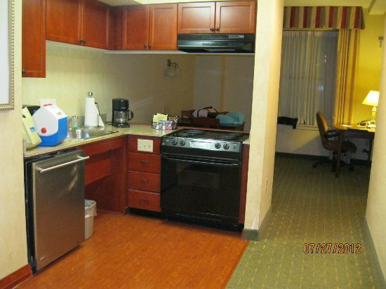 Residence Inn Memphis Downtown: Two Room Suite Kitchen - Residence Inn Downtown Memphis