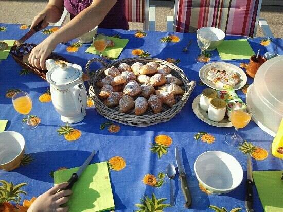 Bastide de Nicolain : Excellent home cooked breakfast