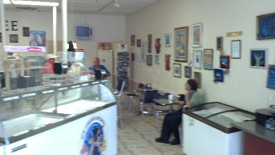 Blue Cow Cafe & Ice Cream Shoppe: Our bar and art display area