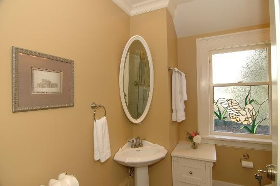 Haddon House Bed & Breakfast: Deerholme Bathroom