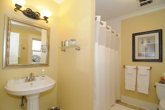 Haddon House Bed & Breakfast: Elworth Bathroom