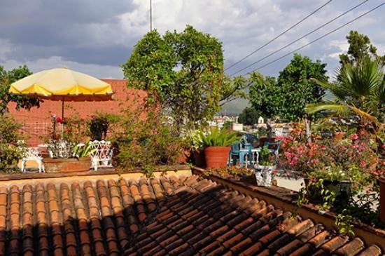 Hotel Azucenas: rooftop patio
