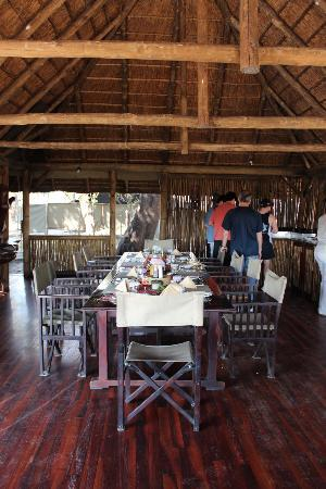 Kwara Camp - Kwando Safaris: lunchtime!