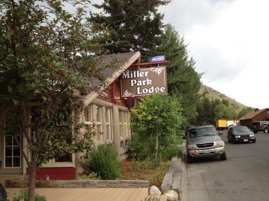 Miller Park Lodge : front