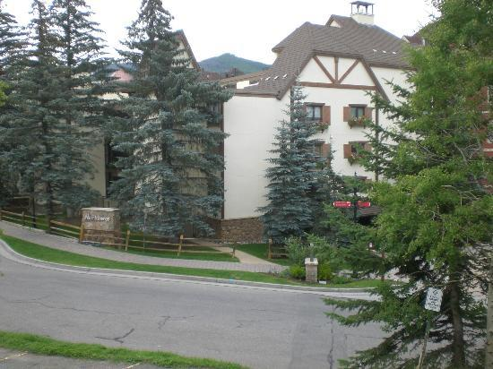 Montaneros Condominiums : Hard to capture the beauty of the hotel!