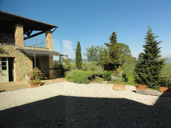 Agriturismo I Savelli:  vue sur chambre et jardin