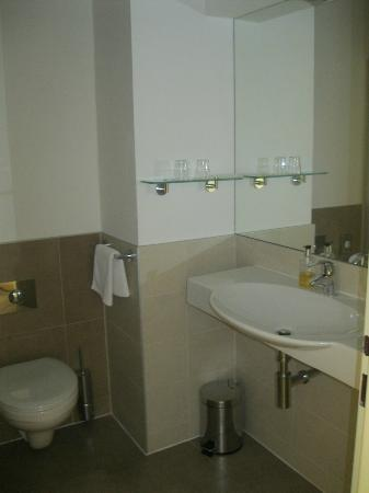Hotel Pav: bathroom