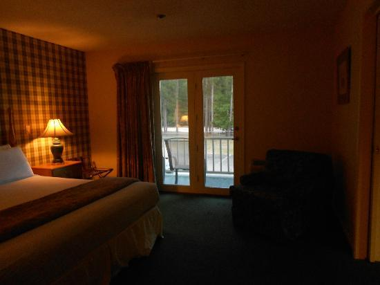 Green Granite Inn & Conference Center: Bedroom/Door to deck