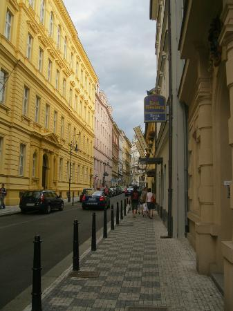Hotel Pav: view from the street