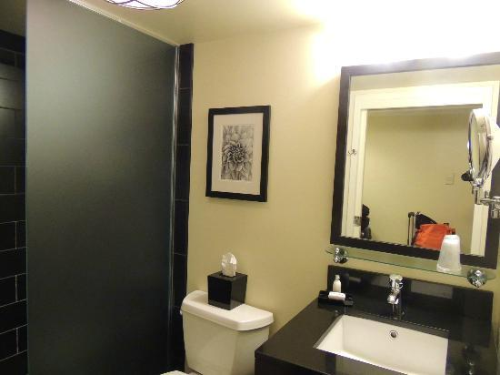 Hotel Le Marais: our bathroom room 406