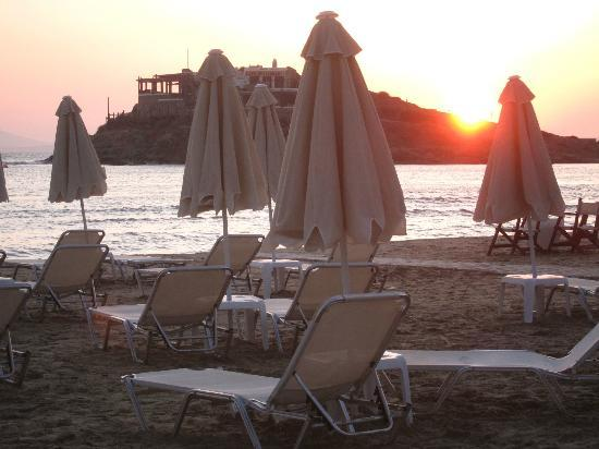 Ilion Hotel: Beach just a few steps away !