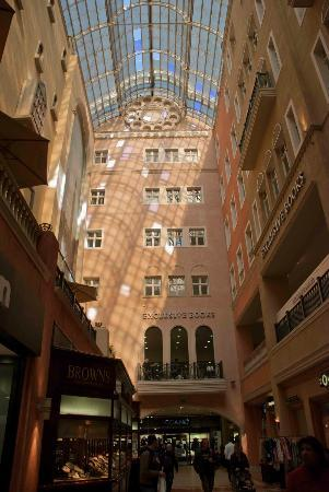 Nelson Mandela Square: A nice day for shopping!