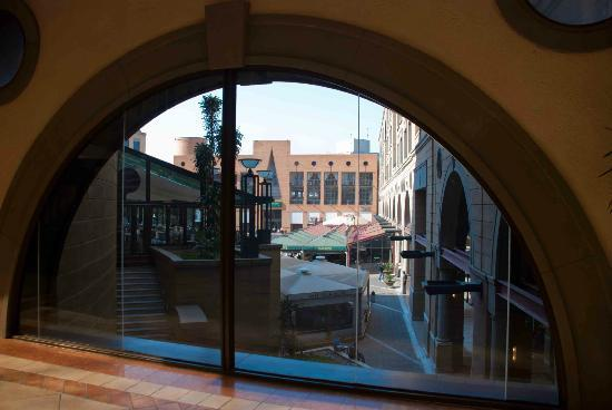 Nelson Mandela Square: Looking into the Square