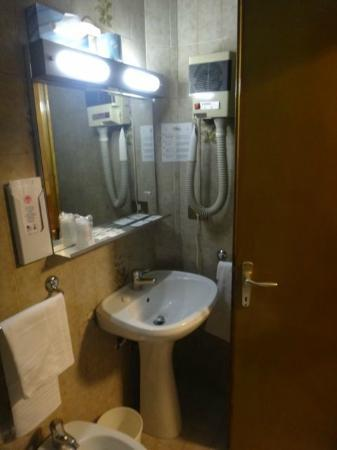 Hotel Piave: bathroom