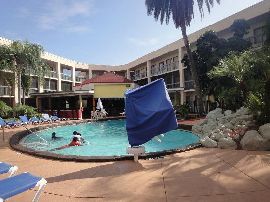 Baymont Inn & Suites Tampa Near Busch Gardens: Piscina