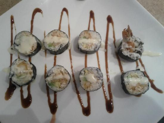 Sushi-Mi: Spicy Tuna Roll & wasabee dressing!