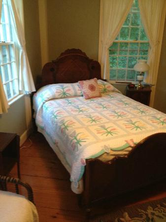 Bird's Nest Bed & Breakfast: Comfortable bed