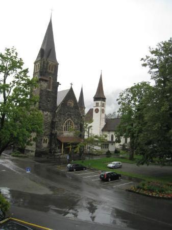 Hotel Interlaken: 窗外的教堂