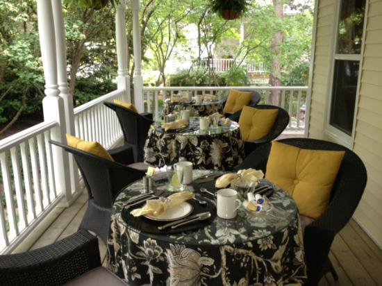 Two Bees Bed & Breakfast: Breakfast on Porch