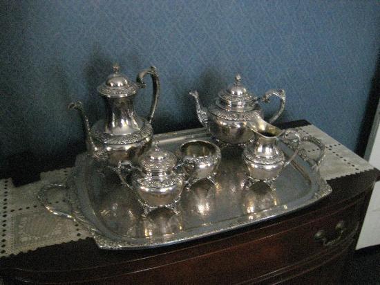 Raymond House Inn: silver