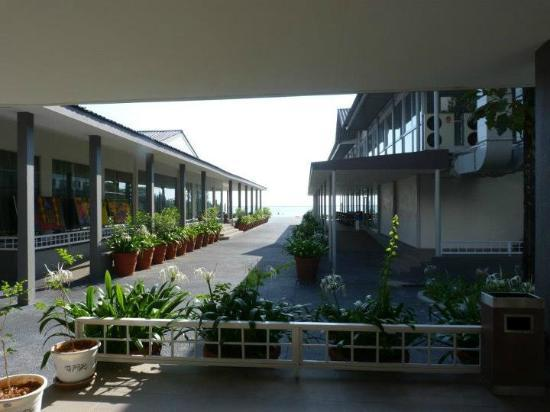 Century Langkasuka Resort: The corridors