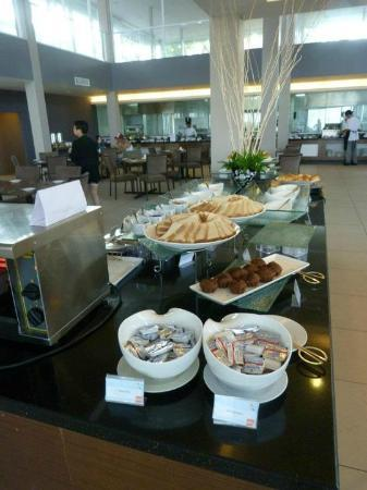 Century Langkasuka Resort: Buffet breakfast