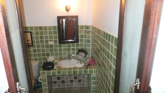 Baannamping Riverside Village: Bathroom (rm 1)